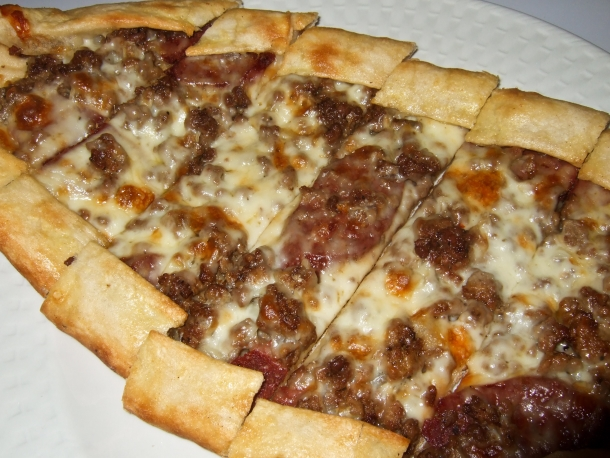 Meat pide (Turkish pizza)