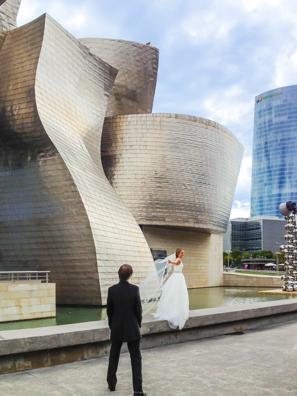 Wedding picture, Guggenheim Museum. Bilbao, Spain